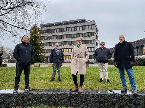 BUDSJETTKAMERATENE: (fra venstre) Morgan Langfeldt (Frp - fra), Søren Falch Zapffe (H), Kaja Kværner (Sp), Thomas Klingen (Frp) og Morten Egeberg (KrF) sørget for flertall for eget budsjettforslaget.
