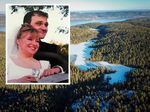 Elin og Kolbjørn Christoffersen møttes på mange måter gjennom Trestiklevannet i Drammen for 25 år siden. Bildet til venstre er fra bryllupsdagen deres, men alt startet med en flaskepost.
