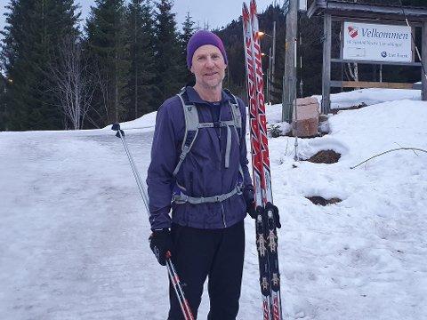 Det er kanskje vanskelig å forstå, men det er fortsatt skiføre i Lier. Drammenseren Lars  Erik Berg testet løypene fredag ettermiddag.  - Kjempefint i Svarthavna, konkluderte Berg.