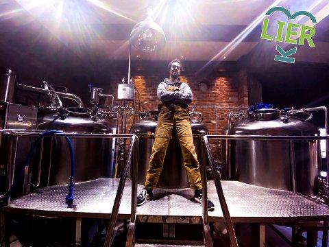 Disko Brewing: David Johannesen brygger øl på Svensefjøset.