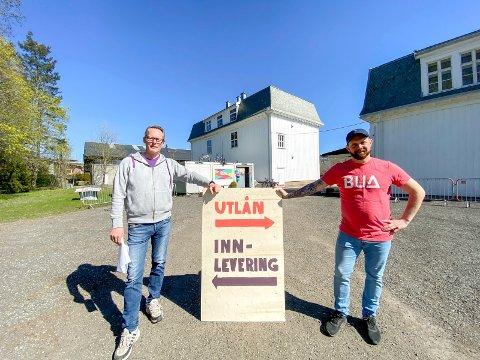 Følg skiltet: Rune Bjelkarøy (t.v.) og Håvard Sagmoen oppfordrer til å følge de midlertidige reglene når BUA åpner igjen.