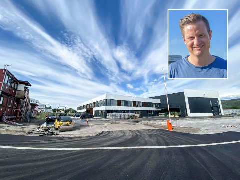 Snart på flyttefot: Det nye bygget til Rottefella på Kjellstad er nesten helt ferdig. Daglig leder Torstein Myklebostad sier de gleder seg til å komme inn i nye lokaler.