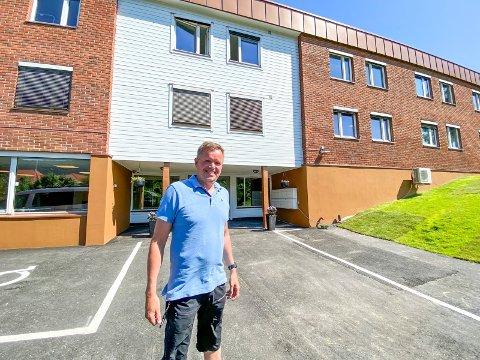 Endelig på plass: Avdelingsleder Trond Aasland er glad for at de endelig har kunnet flytte inn i Botiltak Vestsideveien, eller Vestideveien 100 som boligene for rus og psykiatri (ROP) er bedre kjent som.