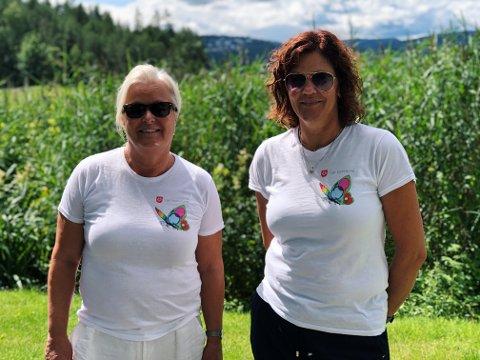 Møter ungdom der de er: Marianne Motrøen Sørvald og Trine Christoffersen driver med oppsøkende virksomhet for å møte ungdom der de er.