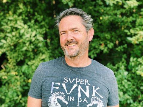 Flinke på muligheter: V2-sjef Rune Drangsland forteller at de på ungdomshuset er flinke på å se muligheter i en utfordrende tid.