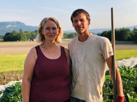 Eierne: Sigrun Bjerve og Tonny Andersen er de som eier gården og startet samarbeidet.