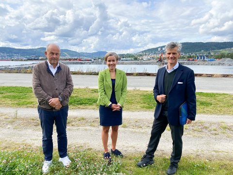 Skal bygge Fjordbyen: Fabritius, Bane NOR og Lier kommune skal sammen realisere Fjordbyen. Fra venstre: Asgeir Solheim (adm.dir. i Fabritius Gruppen AS), Gunn Cecilie Ringdal (Lier-ordfører) og Jon-Erik Lunøe (adm.dir. i Bane NOR Eiendom).