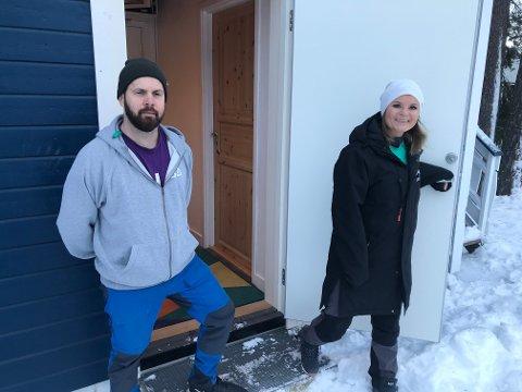 Ny dør: Håvard Sagmoen og Trine Olafsen, BUA aktiv, kan glede seg over at BUA Tranby nå er gjenåpnet. Inngangsdøra er splitter ny.