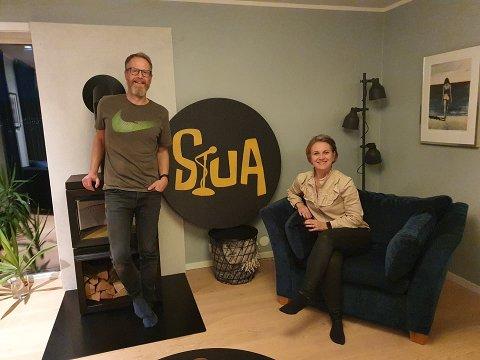 Gleder seg: Andreas og Synnøve Wisløff Samuelsen skal fylle stua si med musikk og folk lørdag - og det gleder seg.