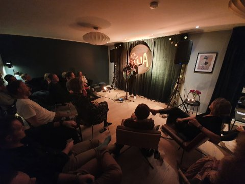 Suksess i stua: Malin Pettersen leverte to stemningsfulle konserter hjemme hos familien Wisløff Samuelsen.