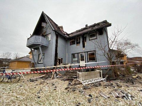 Sperring: Huset er sperret av etter brannen.