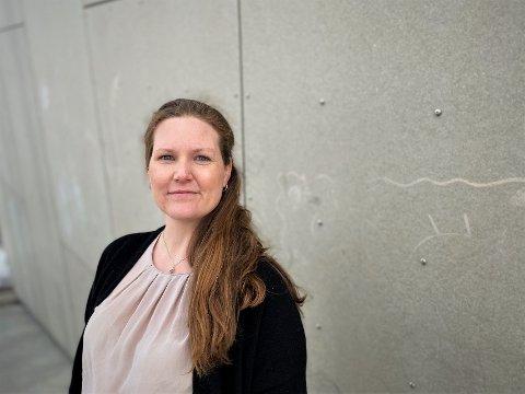 FÆRRE DOSER: Kommuneoverlege Ingrid Bjerring bekrefter at det kommer stadig færre vaksinedoser. - Vi har god kapasitet, men kan ikke sette flere doser enn de vi blir tildelt, sier hun.