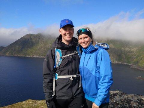 Flytter til Lier: Thomas Mølmen Isaksen (27) og kjæresten Karoline Bakke (26) har kjøpt sin første bolig sammen på FaceTime og flytter fra Alta til Lier.