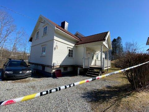 Sperrebånd: I februar ble beboerne i huset på Egge evakuert. Ingen kan flytte tilbake før de anbefalte tiltakene er gjennomført.