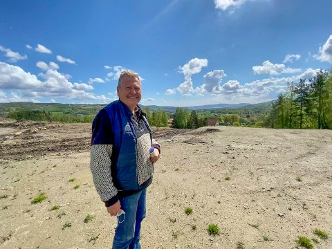 Fra ørken til landbruk: Planen til Marius Egge er at hele deponiet skal gjenoppstå som dyrka mark når det er ferdig utfylt.
