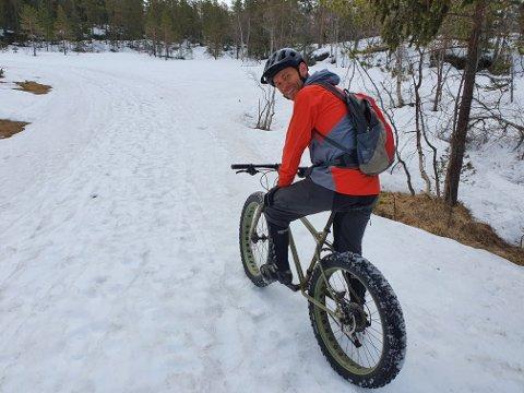 Fast rutine: Fredrik Stormo må ha sine årlige vårlige turer på fatbike, før vintersesongen offisielt er over for sykkelentusiasten.