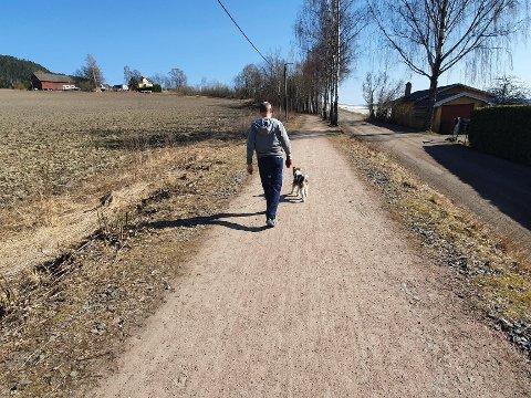 Riktig eller galt?  -  Regelen er gå/løp til venstre, sykle til høyre. Dette er også anbefalingen fra Trygg trafikk, forteller fagrådgiver for friluftsliv og anleggsutvikling i Lier kommune, Sverre Arneberg Fredriksen.