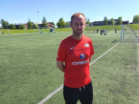 Krise og kaos: Sportssjef i Stoppen SK, Kristian Bye-Andersen er bekymret for ettervirkningen av retningslinjene i barne og ungdomsfotballen.   - Det er ikke tvil om at dette vil få store konsekvenser i samfunnet om noen år , sier Bye-Andersen.