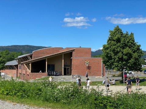 Uten foreldre: På Lierbyen skole blir det utdeling av vitnemål uten at foreldrene får være til stede.