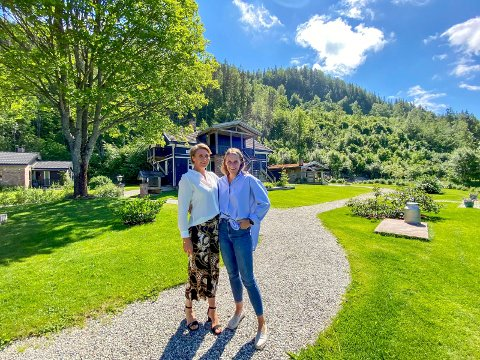 Klare for framtiden: Søstrene Martelene (t.v.) og Siri Fauske har tatt over familiegården Søndre Tveten i Sylling. Nå skal de bruke egne erfaringer og livsstil til å bygge et nytt konsept for framtiden.