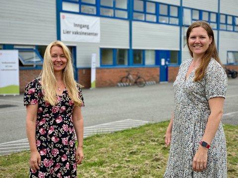 Passer ikke i ferien: 2000 av dem som har fått innkalling til første vaksinedose i sommerukene, har takket nei. Leder for vaksinasjonsprogrammet Heidi Kristin Ringstad (t.v.) og kommuneoverlege Ingrid Bjerring.