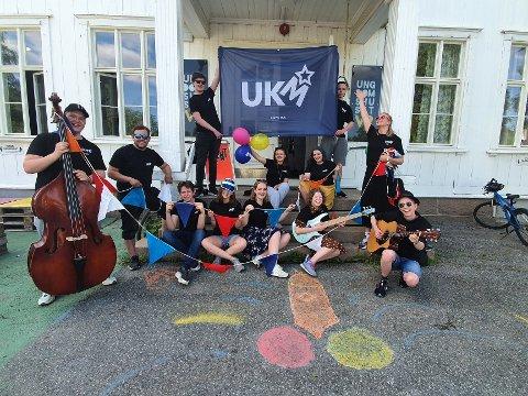 Klare for UKM: Denne gjengen står bak årets UKM i Lier, som i år arrangeres i koronaversjon.