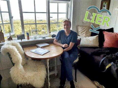 Pusterommet: Marit Helgerud bor i Oslo, men bruker mye tid på hytta i Lier i sommerhalvåret.   - I Lier får jeg feriefølelsen midt i uka, forteller Helgerud.