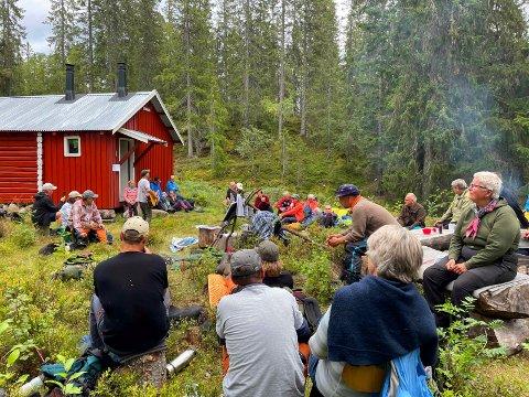 Nærmere 40 frammøtte koste seg under Dagfinn Kolbergs konsert under Lunnaasdagen på søndag.
