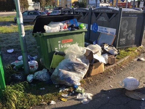 Søpla flyter: Ved dette returpunktet, mellom Coop OBS og Uno X-stasjonen i Lillestrøm, er det mange som bare slenger fra seg søppel.