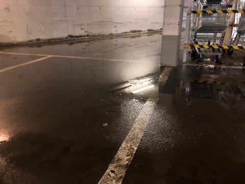 Mye vann: Det er ikke alltid like lett å finne en parkeringsplass uten å bli våt på beina i Kanalveien.