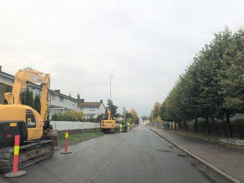 NYTT FORTAU: Lillestrøm kommune bygger nytt fortau i den sterkt trafikkerte gata på baksiden av Norges Varemesse.