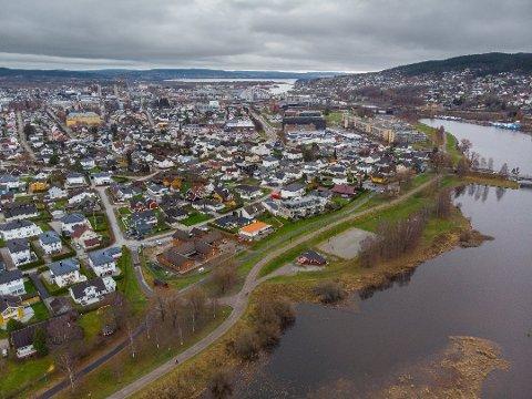 SKAL UNDERSØKES: Deler av dette området på Volla i Lillestrøm skal undersøkes for mulig forurensing fra et nedlagt avfallsdeponi.
