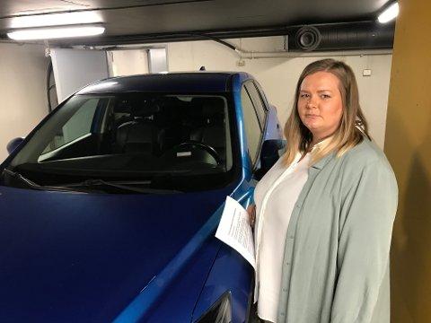 Reagerer: Mona Bjerke fra Skedsmokorset er fast bruker av parkeringsanlegget i Lillestrøm Torv. Hun er kritisk både til arbeidet som er gjort og informasjonen etter at malingsdryppet ble kjent.