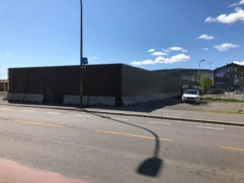 SKAL DEKORERES: Denne veggen skal fylles med gatekunst.