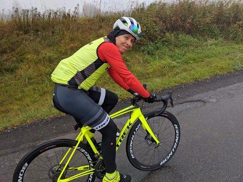 EN TIMES TUR: Syklisten Jonas Orset håper at mange blir inspirert til å sykle til jobb i Oslo når de ser at det ikke krever dyrt utstyr og går like fort som å kjøre bil i rushen.