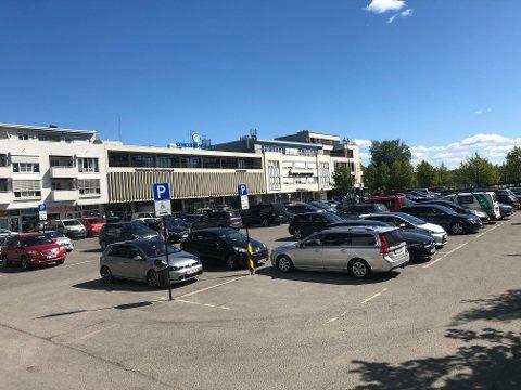 BLIR PARK: På Stortorget i Lillestrøm skal det bli park. Et flertall av politikerne ønsker å legge parkering under bakken.