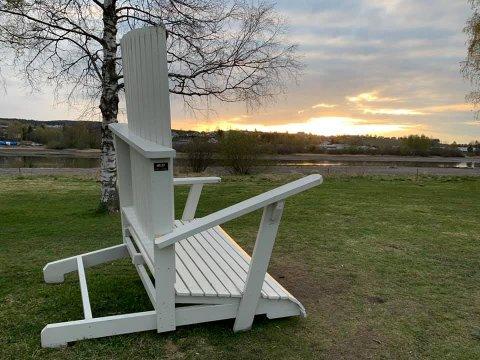 UTSATT FOR HÆRVERK: Stolen har mistet stolbein.