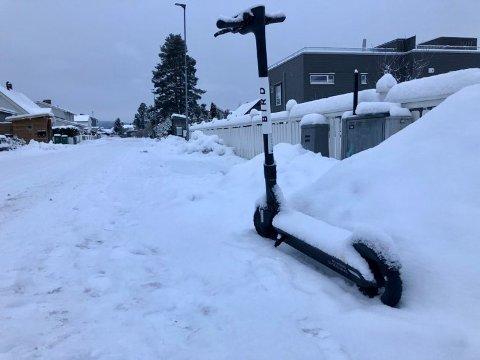 FJERNES IKKE: De fleste elsparkesykkelfirmaene i Lillestrøm har valgt å ta inn sparkesyklene for vinteren. Bird sier imidlertid at deres sykler kan brukes året rundt.