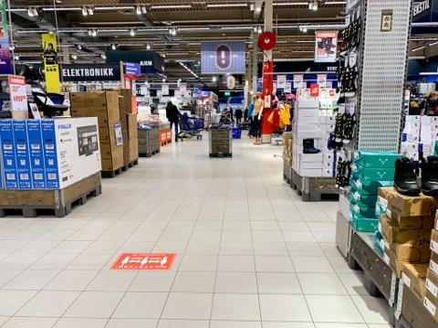 MANGE VAREYPER: Hos Obs i Lillestrøm er det mye mer enn dagligvarer som kundene kan handle. Det reageres det på nå som svært mange andre butikker må holde stengt.