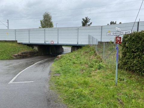 STENGES FOR BILER: Jernbaneundergangen i Nesgata, som binder Vigernes sammen med Nesa.