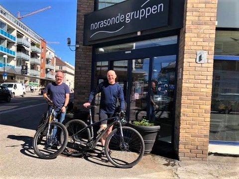 PÅ HØY TID: Per Olav Tuvmarken (t.h.) og Hans Jørgen Engen mener det er på høy tid at Lillestrøm omsider får sitt eget sykkelverksted. De skal bidra med alt fra tips til rengjøring til mer avanserte servicer.