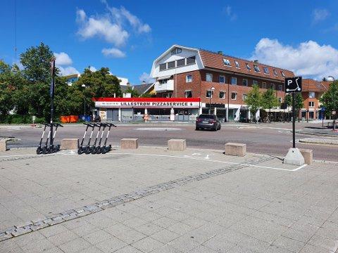 KAN BRUKES: Elsparkesyklene i Lillestrøm kan fortsatt brukes fritt hele døgnet.