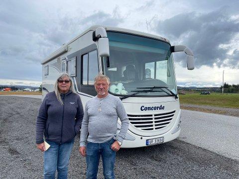 KONGEN AV CAMPINGPLASSEN: Jarle og Tove Skogvoll har reist mange mil for å drive med det de elsker. Med en bil av merket Concorde blir han kalt kongen av campingplassen
