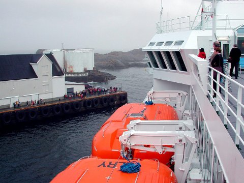 Stamsund: Vestvågøy kommune stevner Hurtigruten ASA for retten med krav om å få betalt fire millioner kroner i anløpsavgift. Selskapet har ikke betalt avgiften siden slutten av 2013.