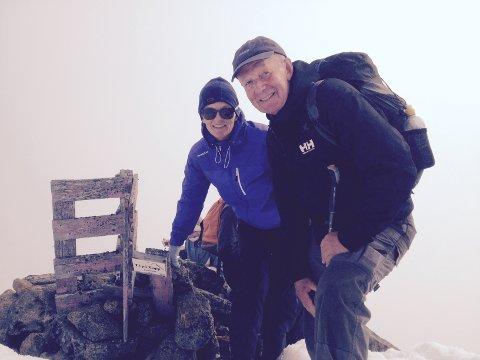 Alt gikk greit til toppen. Her er Anne Katrine Munch-Ellingsen og Einar Hirsch på toppen av Møysalen. På vei ned var det ulykken skjedde.