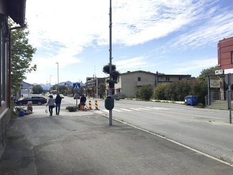 Sentrum: Nordland fylkeskommune frykter fortsatt at flere butikketableringer på Leknessletta vil ramme sentrumsutviklingen på Leknes, inkludert oppgradering av Storgata. Foto: Øystein Ingebrigtsen