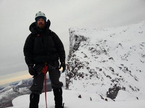 Martin Jenssen og Vest-Lofoten Klatreklubb inviterer til åpen klatredag. Her abildet under klatring av Stortind i Flakstad.