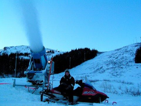 I Stamsund har fått nye kanoner til årets snøproduksjon.