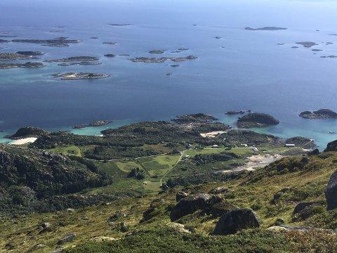 Lokalitet: I dette området ved Årstein skal Lofoten Esca Verno AS drive  med akvakultur av tare. Foto: Bjørnar Larsen.