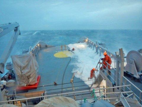 """Arbeidsforholdene ombord KV """"Sortland"""" når været står på."""